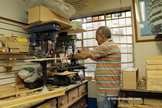 Augusto Escobar: la felicidad hecha en madera