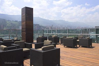 Deck de Bancolombia fue restaurado con Profilan Teoma Plus